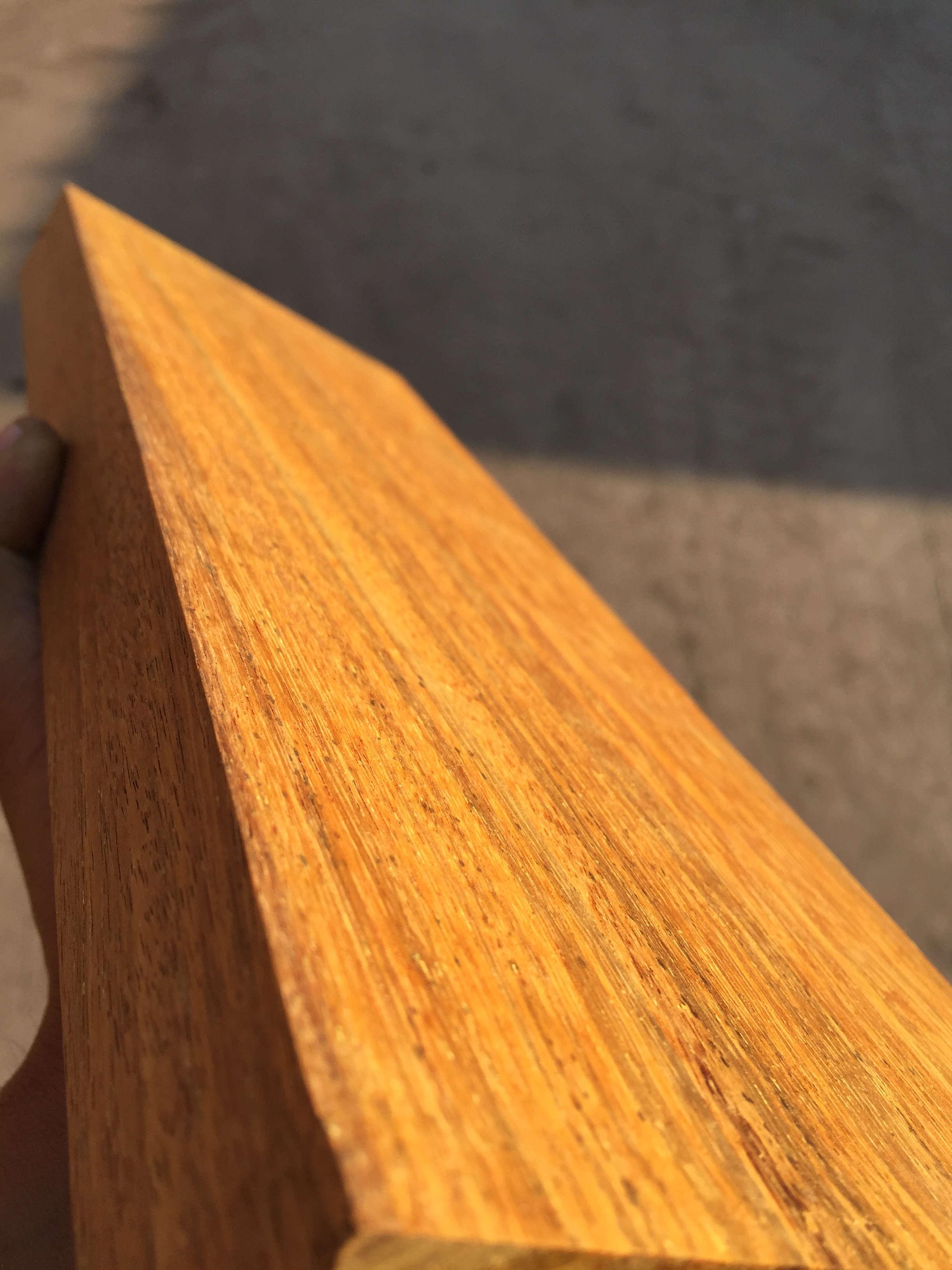 印尼菠萝格应该算是木地板现有材种中,稳定性最好的一种.